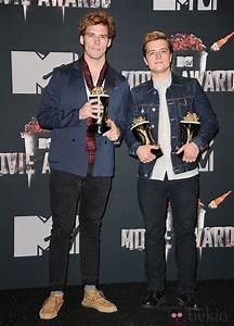 Josh Hutcherson Y Sam Claflin En Los Mtv Movie Awards 2019