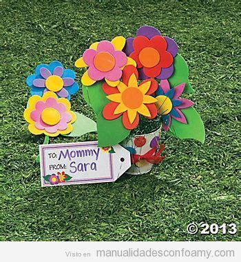 Precioso ramo de flores hecho con goma eva Kits de