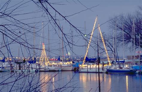 Airbnb Boats Dc by Alexandria And D C Boat Parade Of Lights 2017