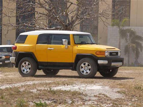 Jeep Vs Fj Cruiser by Jeep Wrangler Rubicon Vs Toyota Fj Cruiser