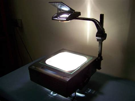 3m overhead projector with dual bulbs and protective