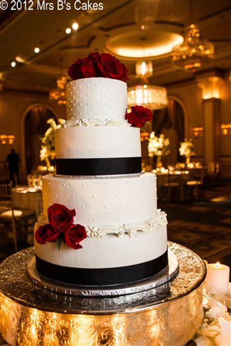 custom designed wedding cakes  bs bakery