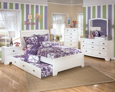 Teenage Girl's Bedroom-midcityeast