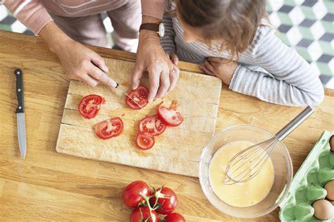 cuisiner des chignons de cuisiner avec les enfants apprendre en s 39 amusant et en