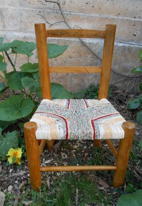 broderies du moyen 226 ge la vierge et le chevalier une chaise tress 233 e en tissu artisanne