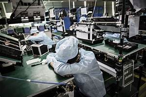Layoffs Loom in China as Growth Slows - Bloomberg