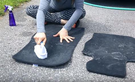 voiture comment nettoyer ses tapis de sol efficacement