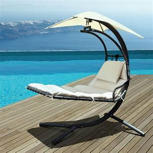 Chaise longue suspendue et fauteuil relax for Transat de piscine design