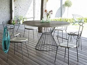 Table Metal Exterieur : table de jardin en m tal noir et pin diam tre 140cm lina ~ Teatrodelosmanantiales.com Idées de Décoration