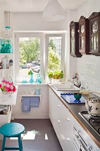 Kleine Sitzecke Küche : kleine k che einrichten schmaler raum offene regale ~ Michelbontemps.com Haus und Dekorationen