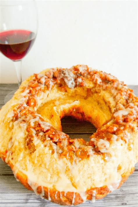 This buttery, italian bread really is the star of christmas desserts. Polish Bobka Easter Bread-Polish Bobka Easter Bread is an International Easter bread recipe ...