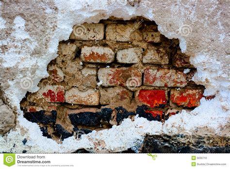 wand loch füllen alte wand mit loch stockfoto bild gebrochen feld