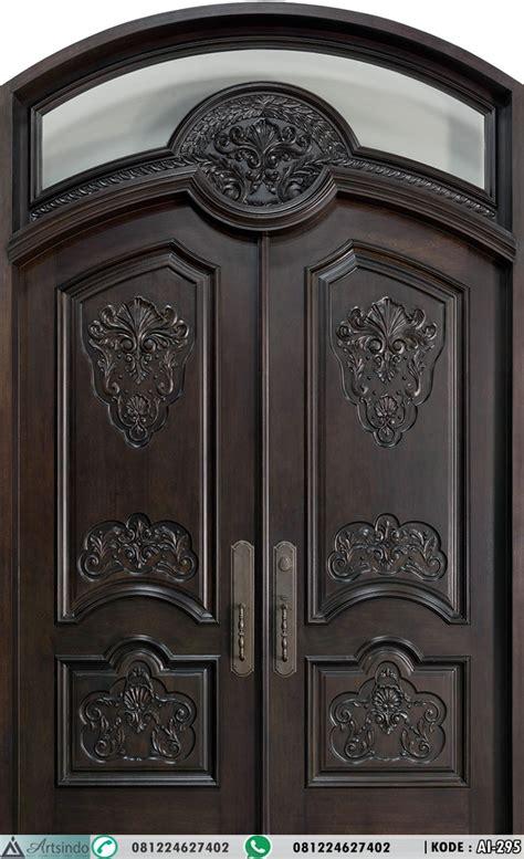 pintu utama model panil lengkung desain klasik ukir
