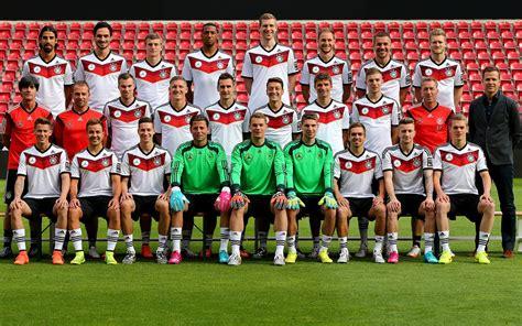 Das team von joachim löw legt einen seriösen auftritt hin. Wallpaper der deutschen Fußball-Nationalmannschaft WM 2014 - it-blogger.net
