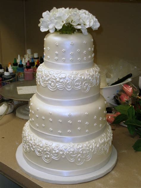 Tier Round Custom White Pearl Fondant Classic Traditional Wedding Cake   Fondant Cake Images