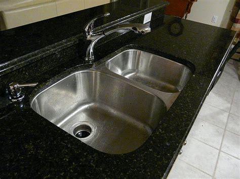 stainless steel undermount sink and uba tuba granite count