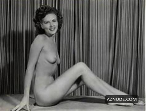Natalia Cordova-Buckley  nackt
