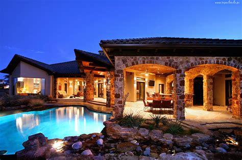 pump planet luxury houses