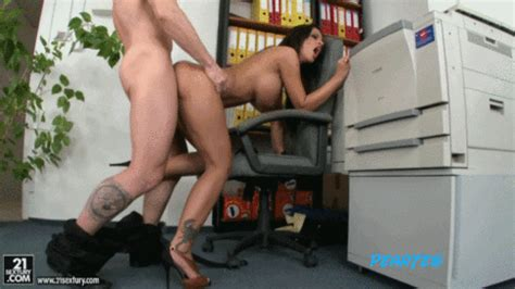 Ofisde Sekreter Sikme Porno  Resimler Porno  Sex  Hareketli Hd Porno Resimleri