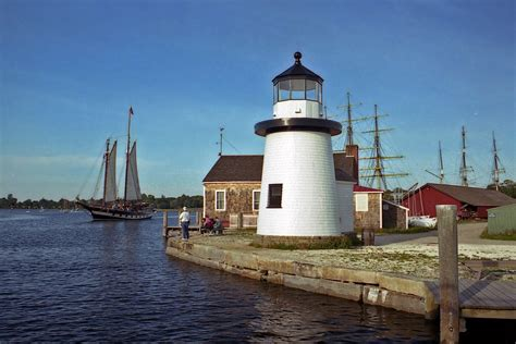 harbor lights lighthouses lighthouse tours on the connecticut shoreline inn at