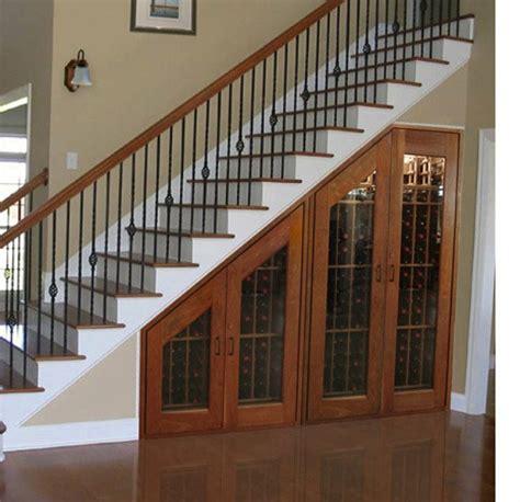 rangement sous escalier pour optimiser l espace