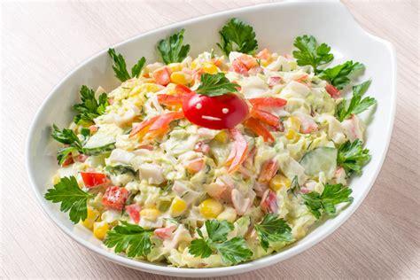 Receptes.lv - Bagātīgie ķīnas kāposta - krabju salāti