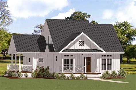 plan la charming  story  bed farmhouse plan  wrap  porch small farmhouse