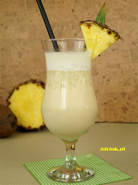 These malibu rum drinks taste just like the beach and are perfect for sipping when it gets warm. Piňa Colada (Pina Colada) przepis na drink | 2DRINK.PL