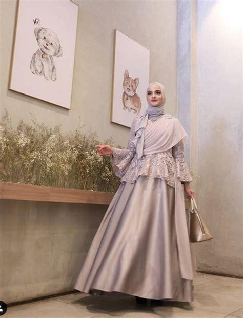 adu gaya  selebgram hijab pakai outfit kondangan abu abu  favoritmu  halaman