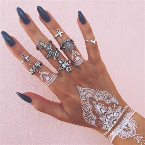 henna handgelenk henna uralte kunst zur tempor 228 ren hautverzierung mit pflanzenfarbe archzine net