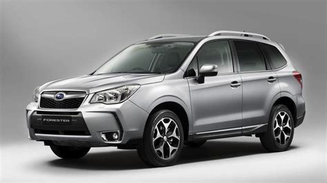 2013 subaru forester official images photos 1 of 3