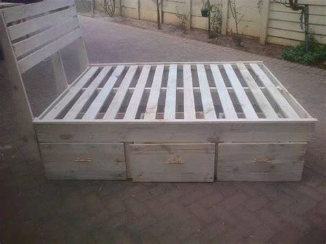 1000+ Ideas About King Size Bed Frame On Pinterest