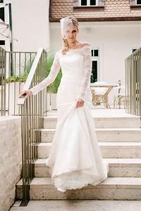 Brautkleid Vintage Schlicht : brautkleid carmenausschnitt mit vintage spitze und langarm ~ Watch28wear.com Haus und Dekorationen