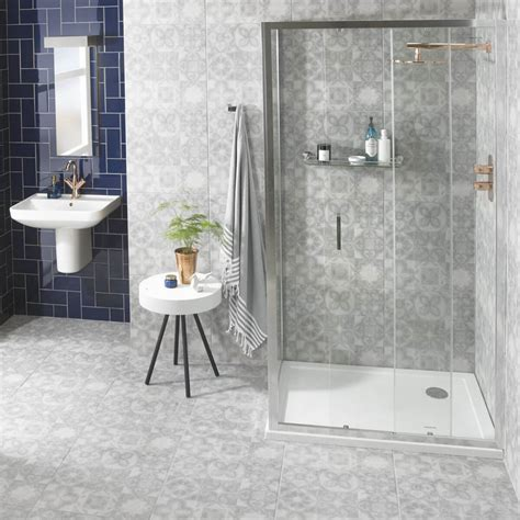 brilliant walk  shower ideas  small bathrooms