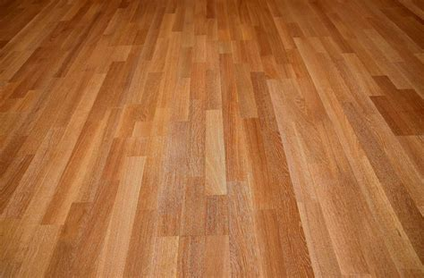 Types Of Laminate Flooring Options [Oak, Walnut, Pine