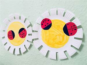 Basteln Sommer Grundschule : blumen aus pappteller f r den fr hling basteln mit kindern der familienblog f r kreative eltern ~ Frokenaadalensverden.com Haus und Dekorationen