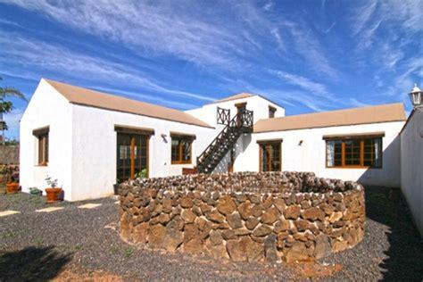 Häuser Kaufen Fuerteventura by Charmante Villa Mit Gro 223 Er Terrasse In La Oliva