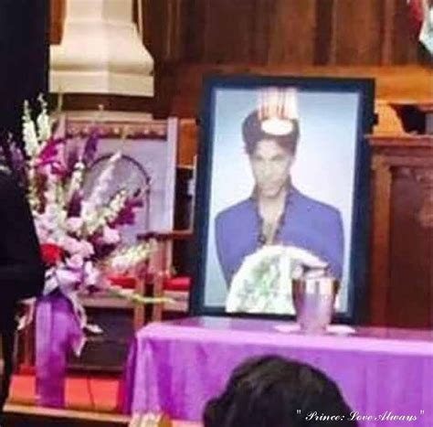 I avoided looking at the urn.until someone on another thread posted a picture of it. Private family memorial in Minneapolis August 2016 ...