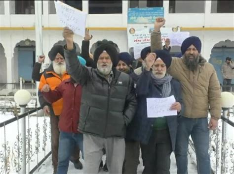 Sikhs in Baramulla protest against attack on gurdwara in ...
