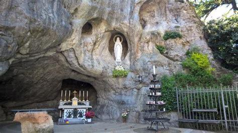 la  crucis foto  santuario madonna  lourdes del