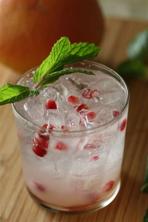 make this delicious winter sea breeze holiday cocktail