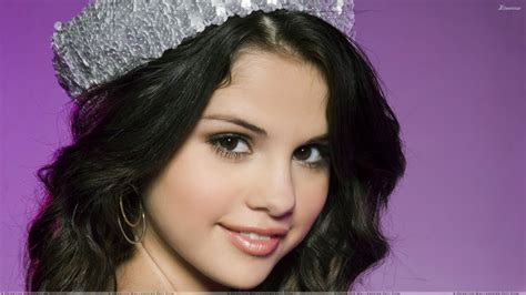Selena Gomez Smiley Face Hd Wallpapers Lifestyles 717