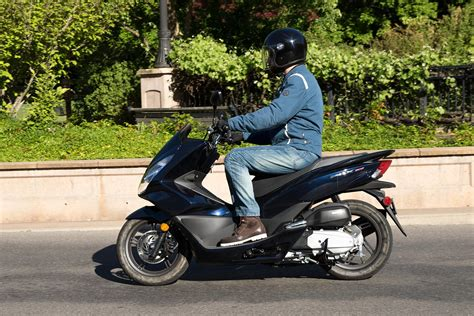2017 Honda Pcx150 Scooter Review