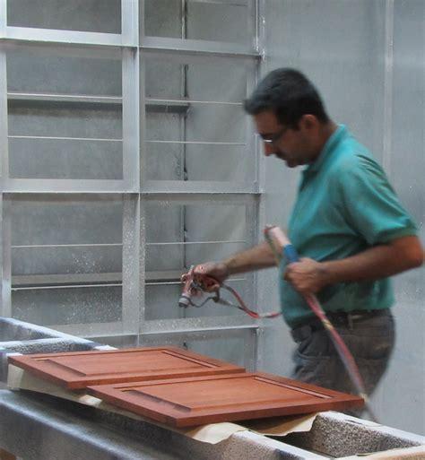 teindre armoire de cuisine rénover décaper ou transformer ses armoires de cuisine