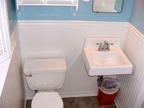 Beadboard Vinyl : Pvc Vinyl Beasboard In A Bathroom.