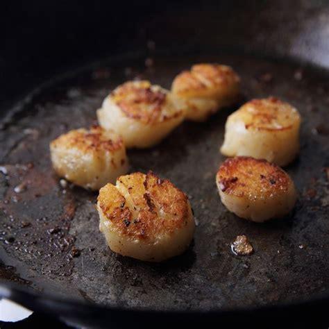 comment cuisiner des noix de st jacques recette noix de jacques juste poelées