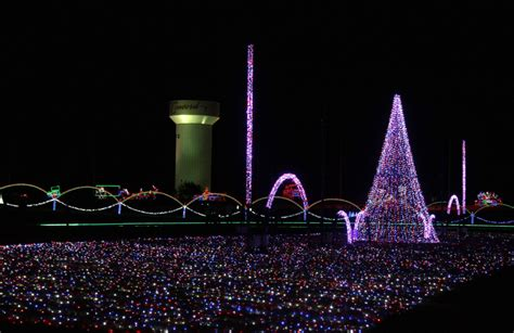 how to experience speedway christmas charlotte motor