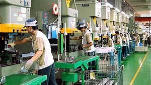 Industry Crib Sheet: China's Manufacturing Slump Deepens ...