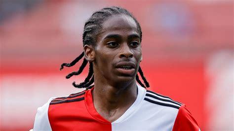 Leeds signs Summerville from Feyenoord