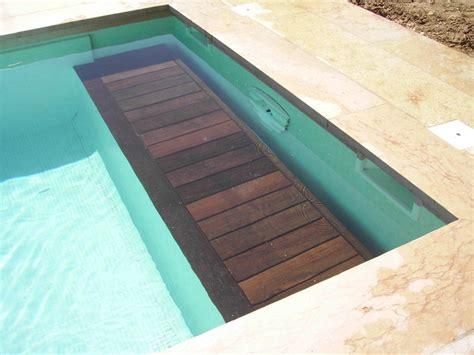 chambre a la ferme couverture de piscine immergée sur débordement caisson